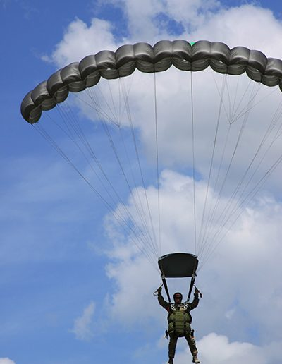 Heavy Load Tactical parachute fly down