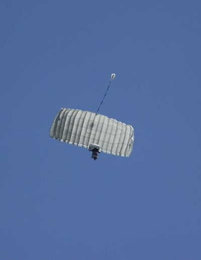 Descending in an Heavy Load Tactical main parachute
